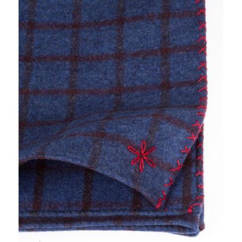 détail echarpe-flannelle-bleu-a-carreaux-fenetres-bordeaux