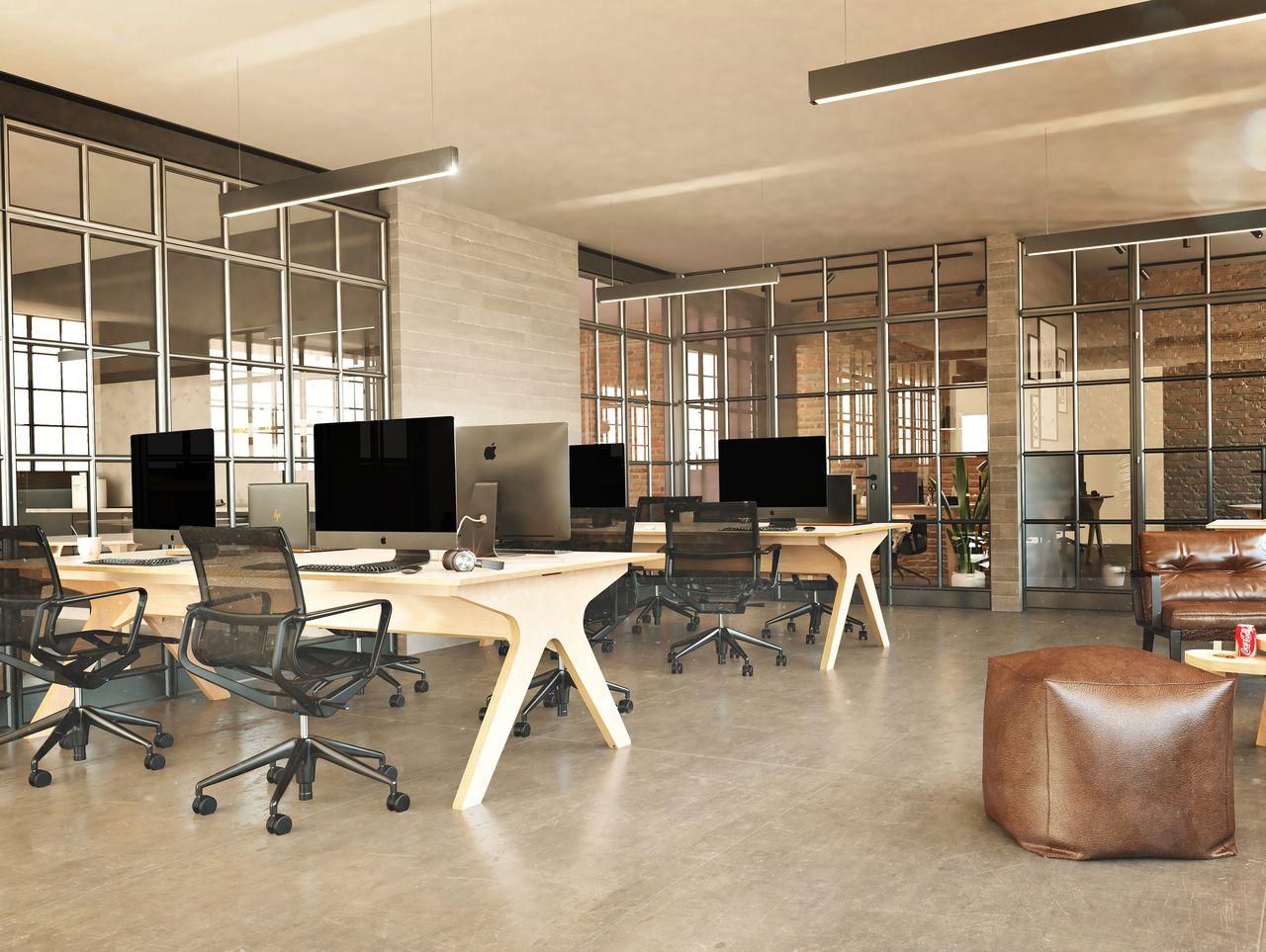 bureaux partagés en bois dans open space design avec verrière