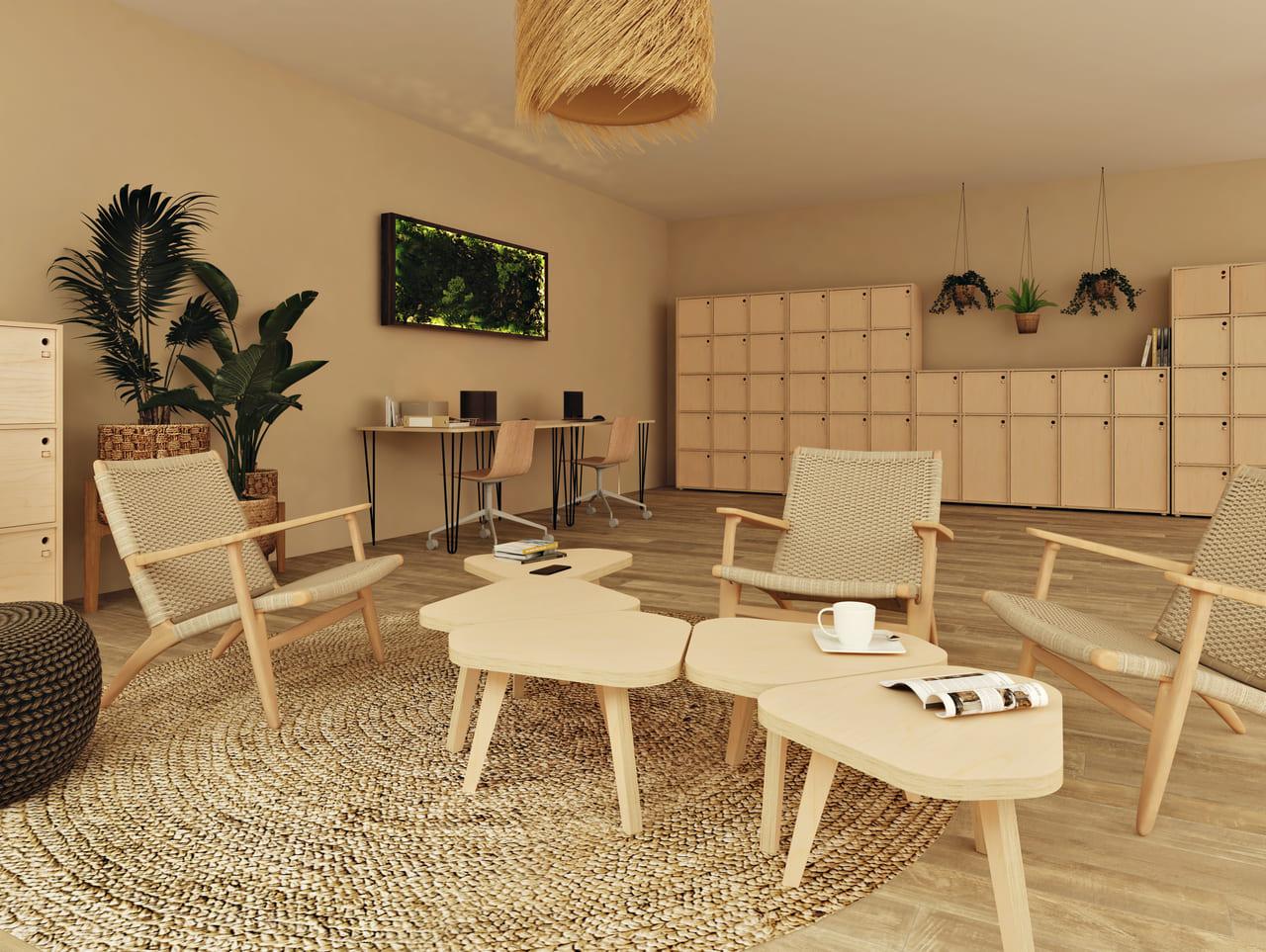 petite table basse en bois placée dans un espace informel composé de rangements en bois de bouleau, de fauteuils confortables, de tapis en osier et de plantes vertes pour une ambiance bohème et ethnique