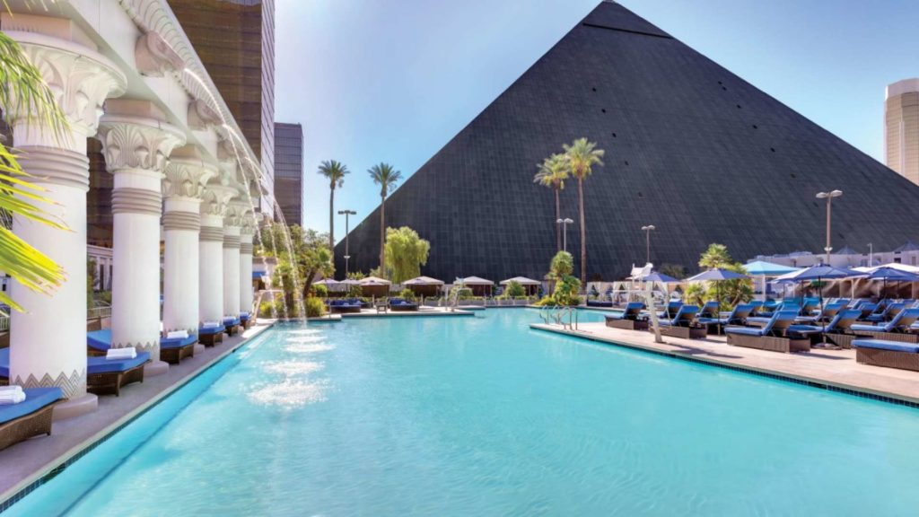 luxury las vegas swimming pool