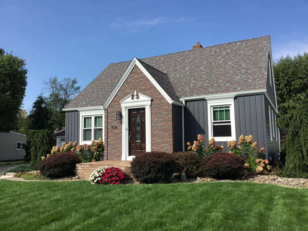 We replaced vinyl siding for Mr. and Mrs Mylar on this home in Alliance, Ohio. We were able to add the addition of vinyl shakes and board & batten to give this home a unique and attractive design with great curb appeal.