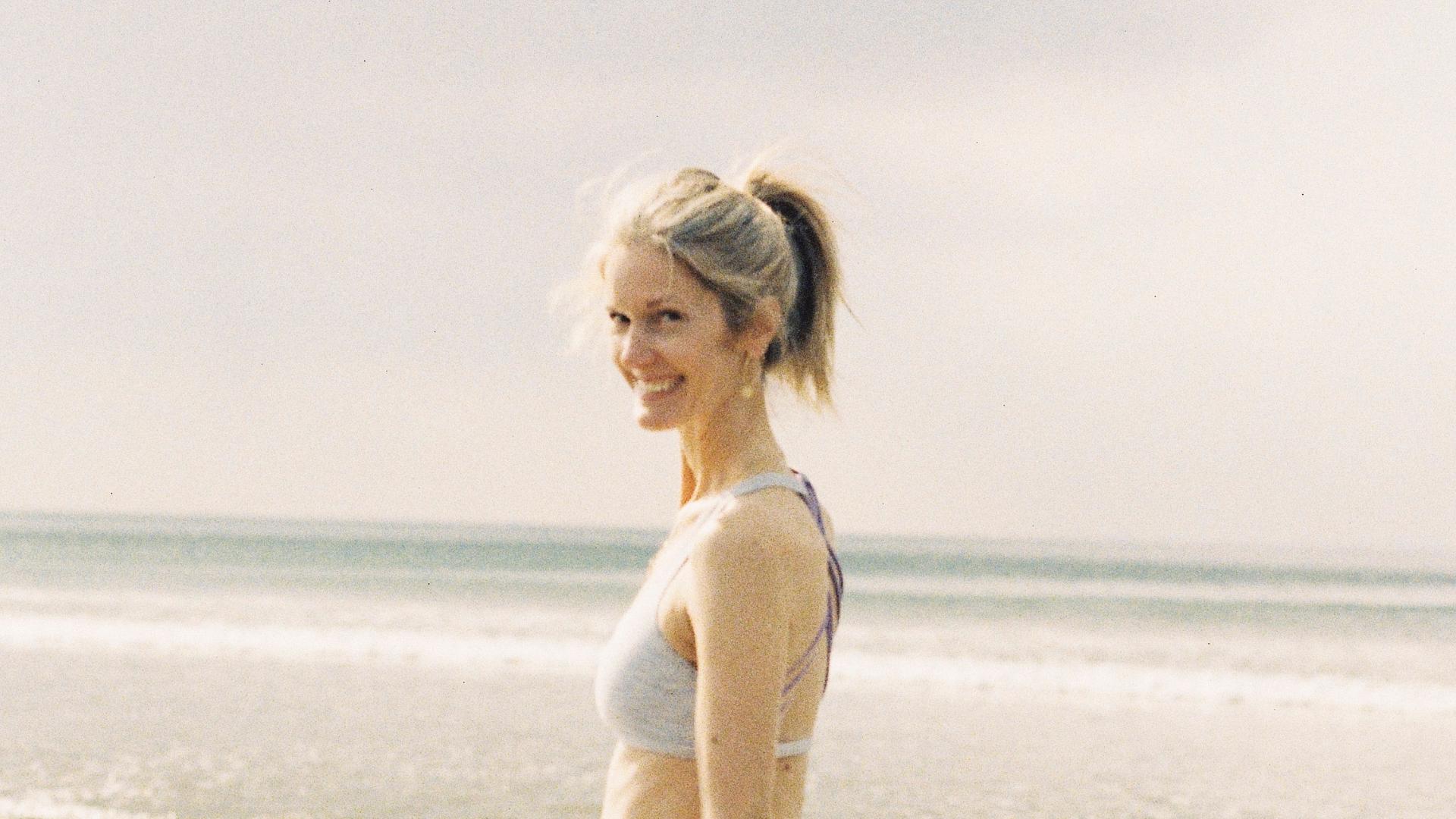 Lizzie Turvey Pilates & Wellness Coaching Lizzie at lahinch beach