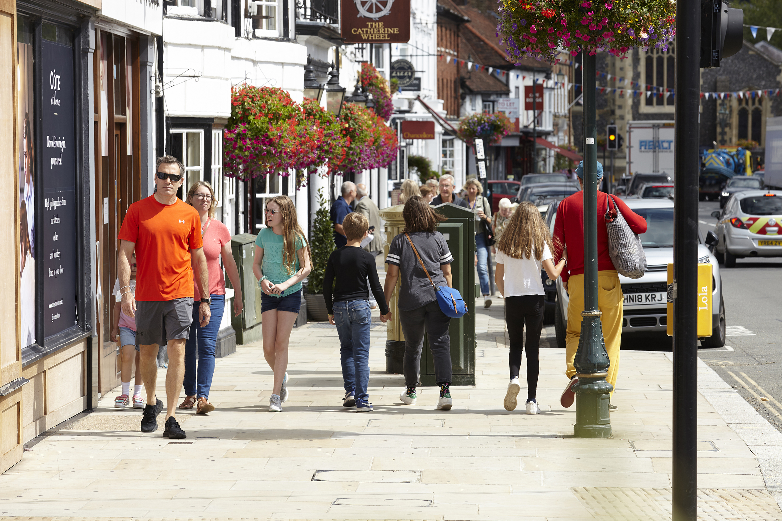 Henley Town Council - people enjoying a day out in Henley town