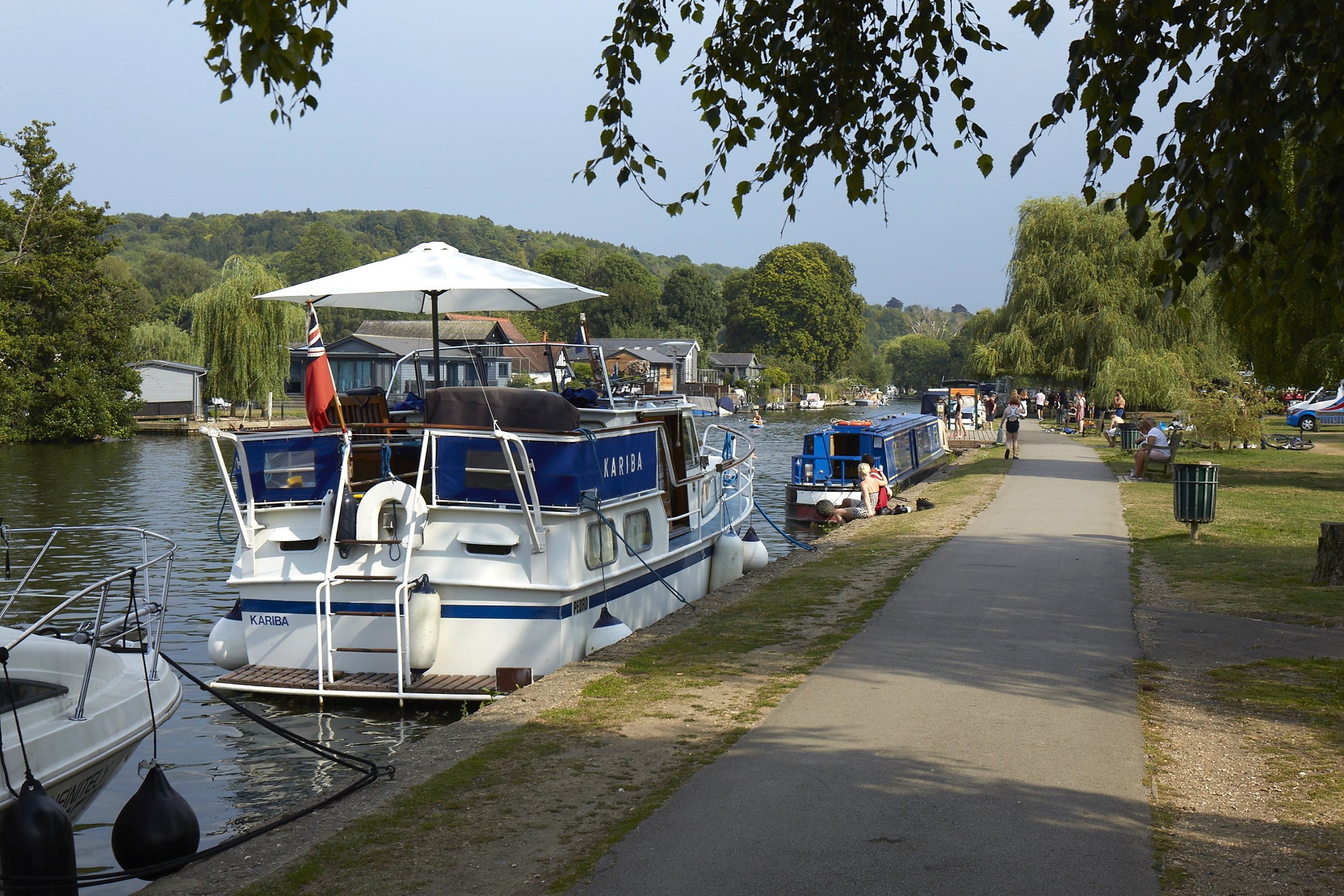 Henley Town Council - Boats moored nets to Henley park
