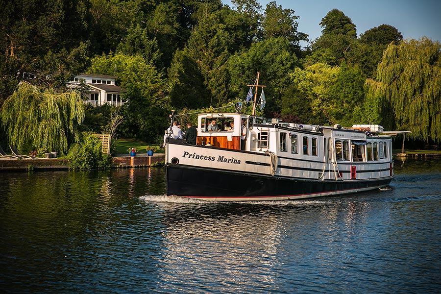 Boat trips on the river thames