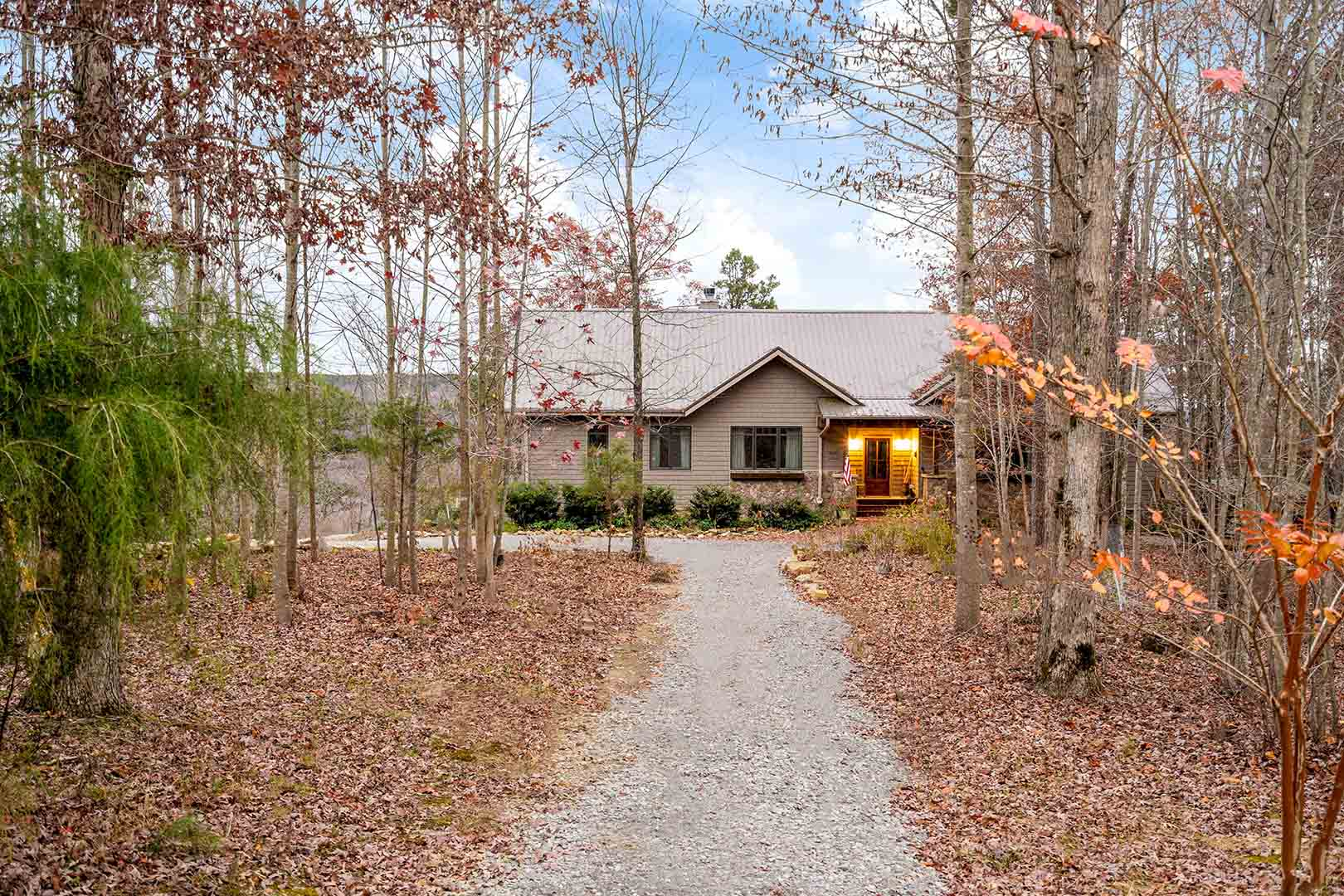 Cozy cabin located on Monteagle Mountain in Middle Tennessee