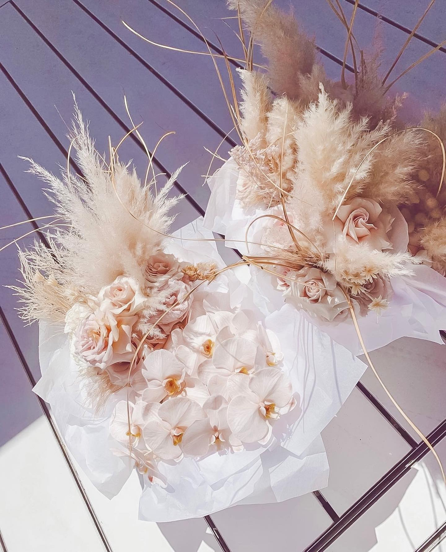 Bridal bouquet inspo alert! Pretty orchids, roses & pampas grass to make up these lovely bouquets 🌸🌷💗