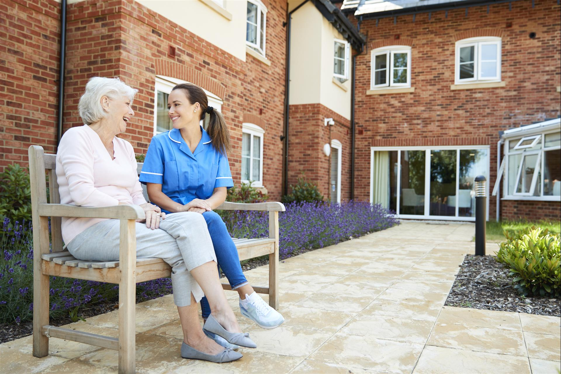 9 QUESTIONS TO ASK WHEN CHOOSING AN ASSISTED LIVING COMMUNITY