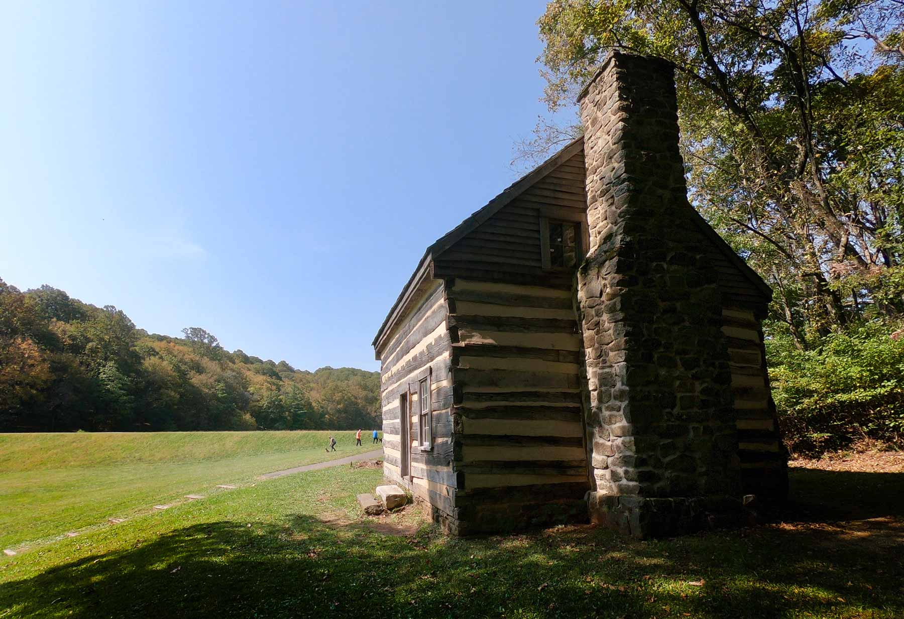 Polly Woods Ordinary cabin off the Abbott Lake Loop Trail in Peaks of Otter, Virginia