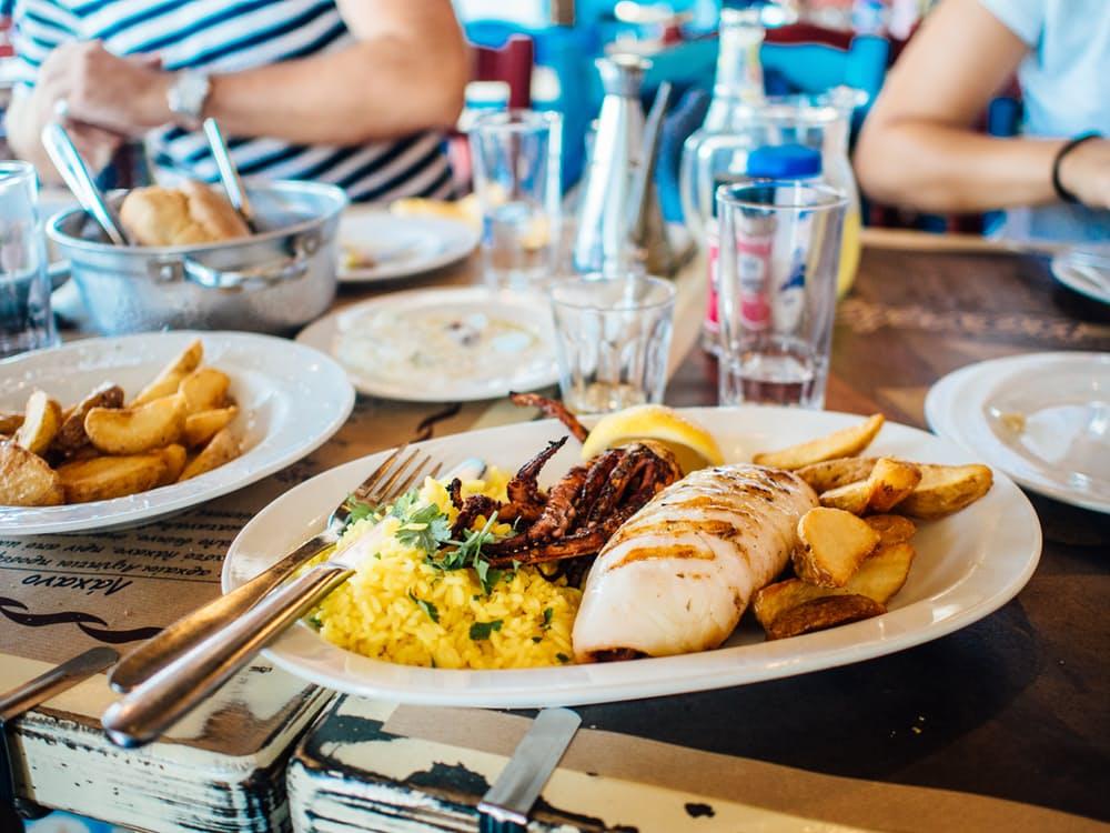 food-plate-restaurant-eating