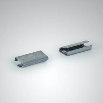 Zwei aufgeraute Verschlusshülsen
