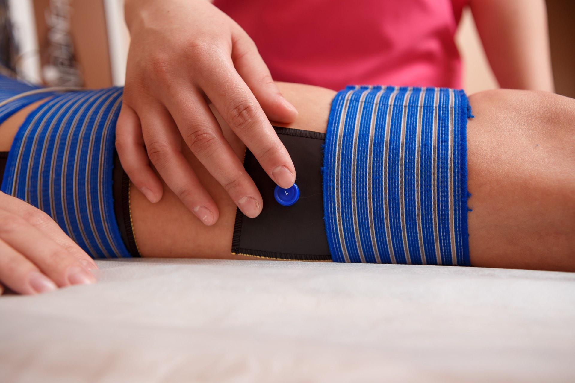 Bioelektrische Impulse am Knie