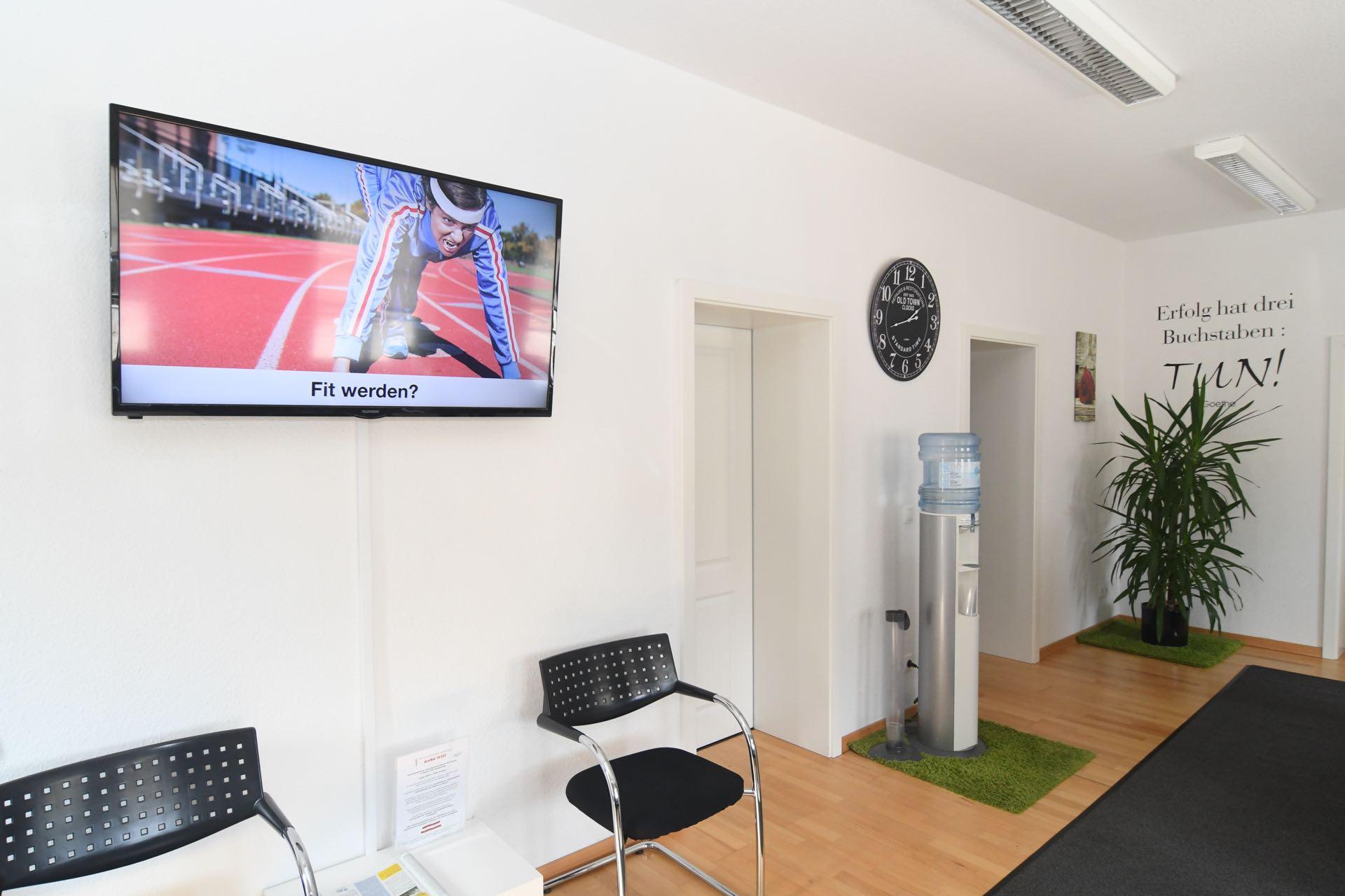 Physiotherapiepraxis Bonn Duisdorf Medical Health Point Wartebereich mit Fernseher
