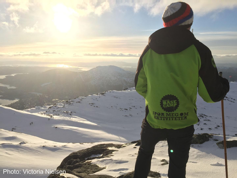 Bergen Base Camp guide på toppen av et fjell