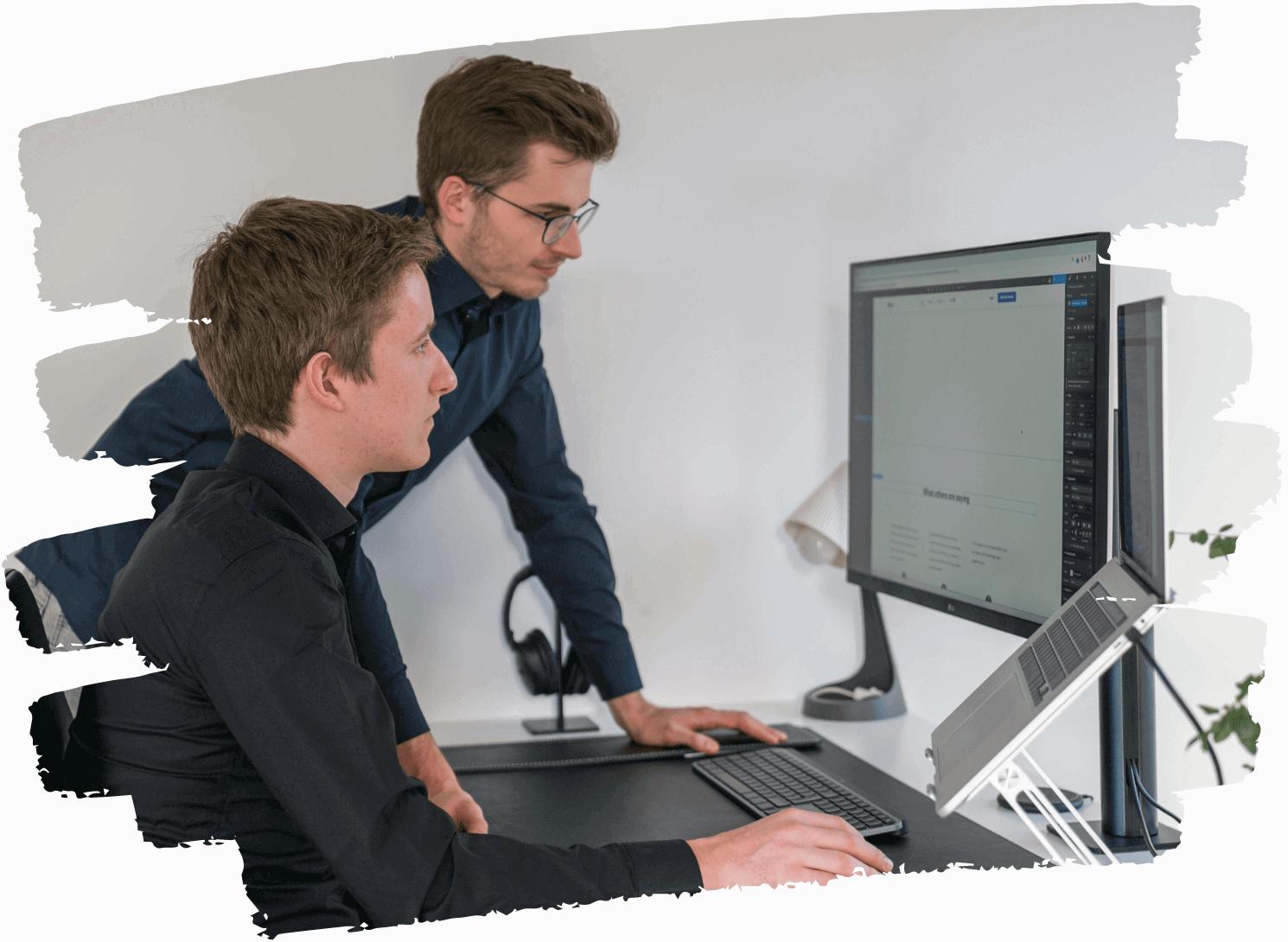 armin-ramoser-und-lukas-obkircher-beim-webdesign