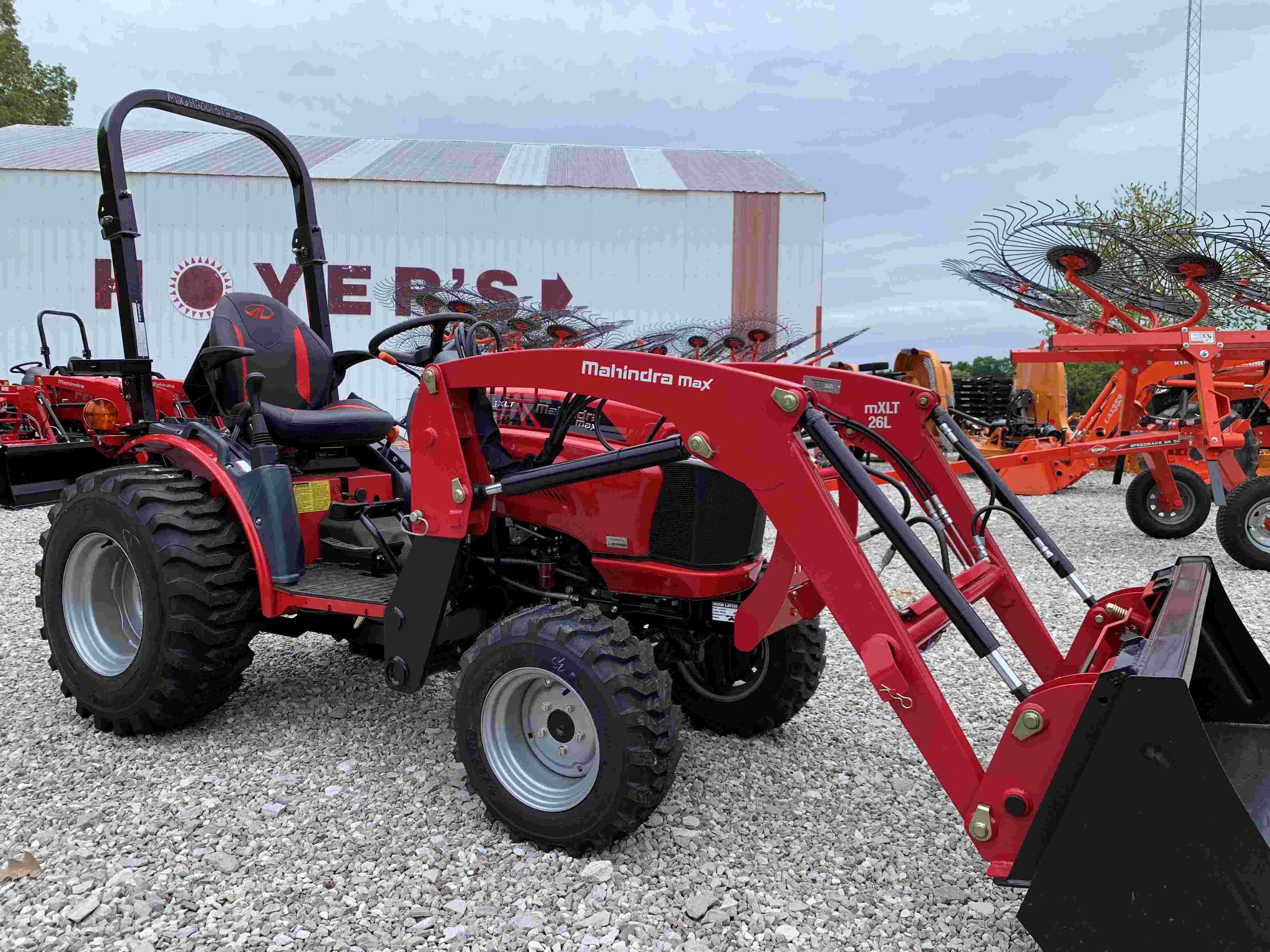 Mahindra Max 26 XLT Tractor / Loader