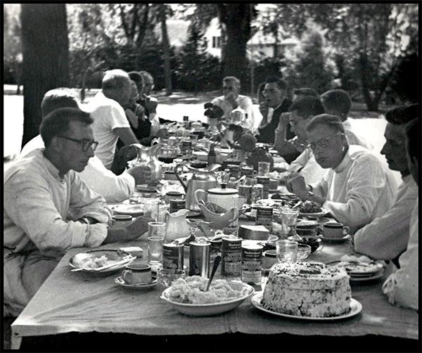 Residents of San Damiano enjoying a picnic.