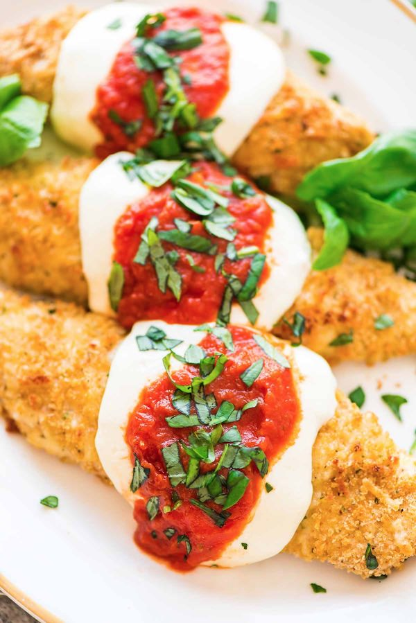 This Macro Monday IIFYM features Healthy Baked Chicken Parmesan