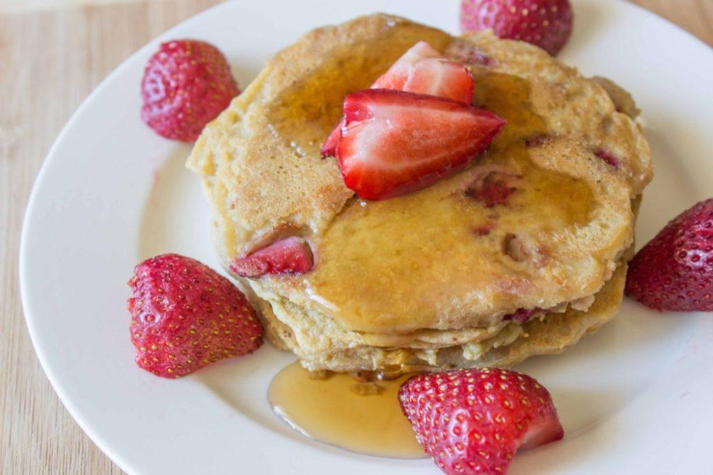 CrossFit Soda City Macro Monday Recipe - Strawberry Greek Yogurt Protein Pancake!