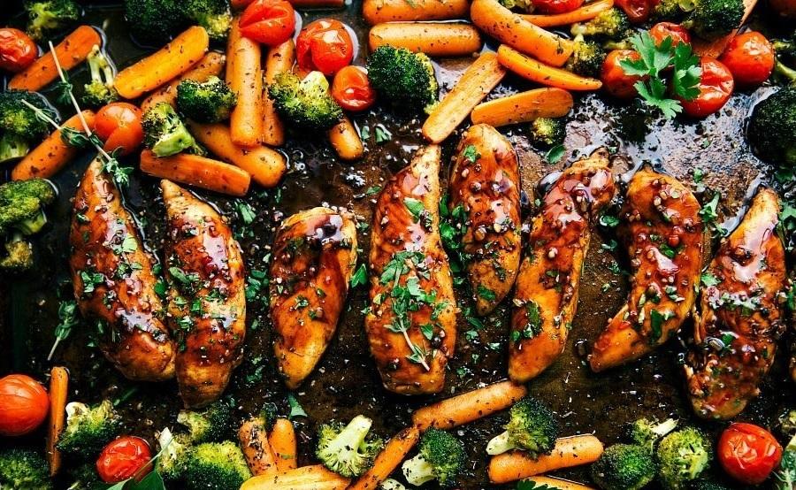 CrossFit Soda City Macro Monday Recipe - One Pan Balsamic Chicken and Veggies