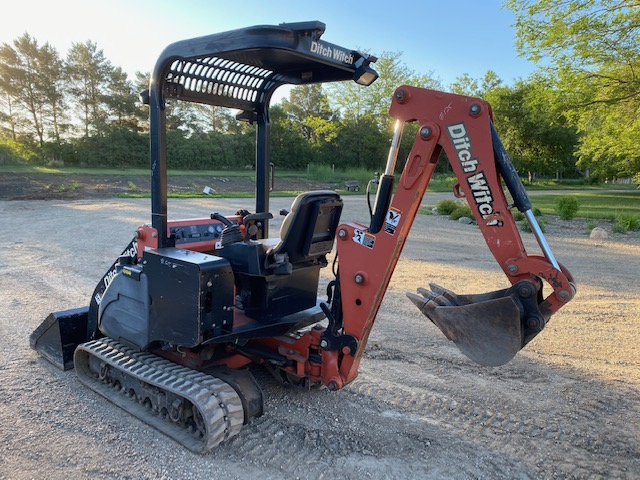 Ditch Witch XT855 Tool Carrier 1010