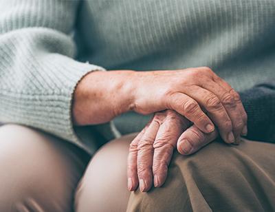 """""""Mijn man begreep gelukkig zelf niet hoe ziek hij was. De impact van Alzheimer is enorm, ook voor mij als partner. Praten met lotgenoten helpt."""""""