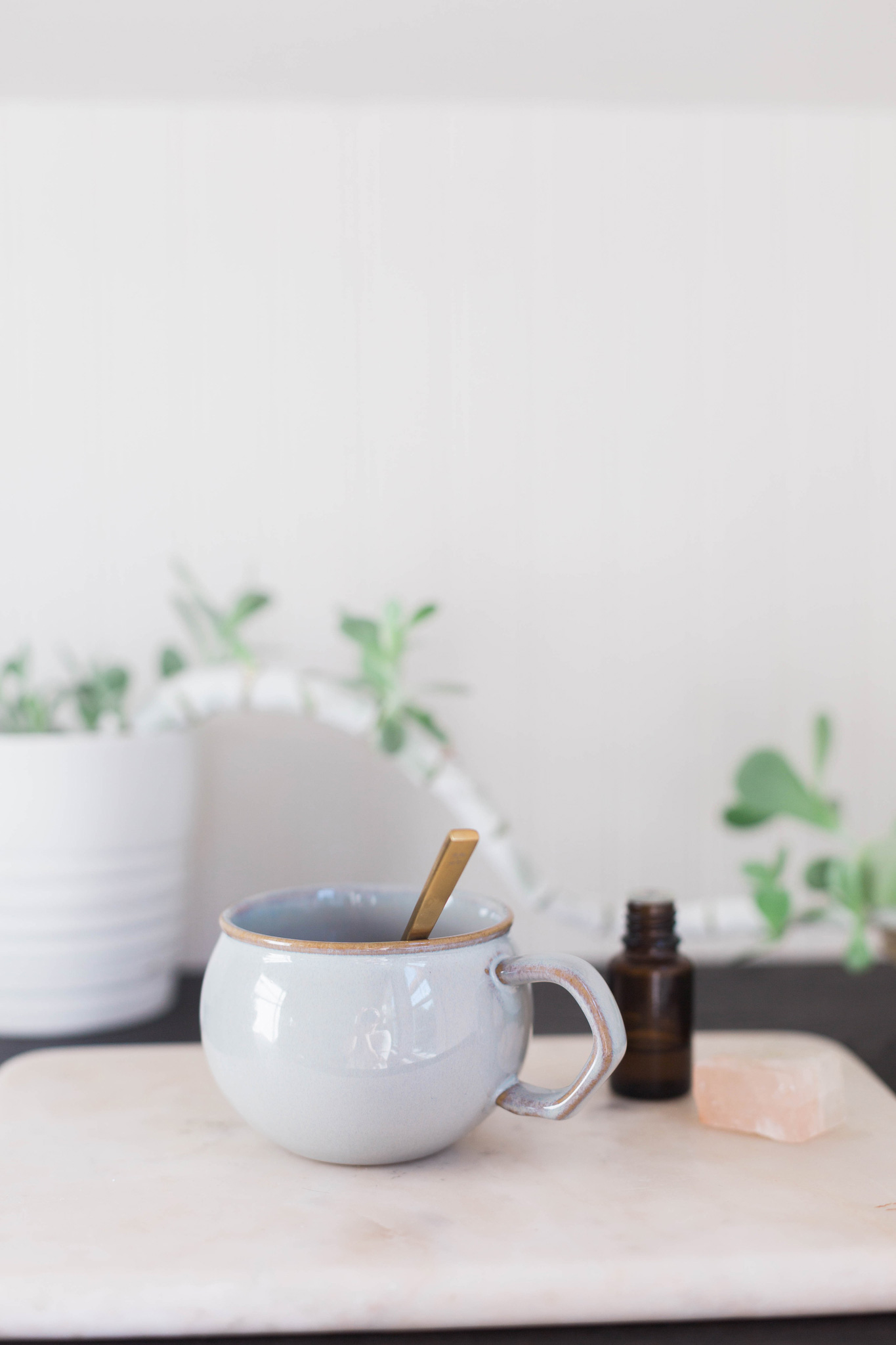 Use aromatherapy to boost your mood and boost your lung function