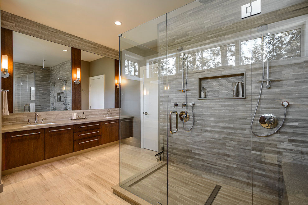 A stunning clean shower glass.