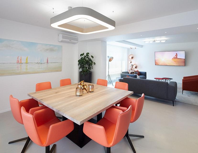 Z-MVZ dental suite Rösrath- Großzügiger, moderner Wartebereich