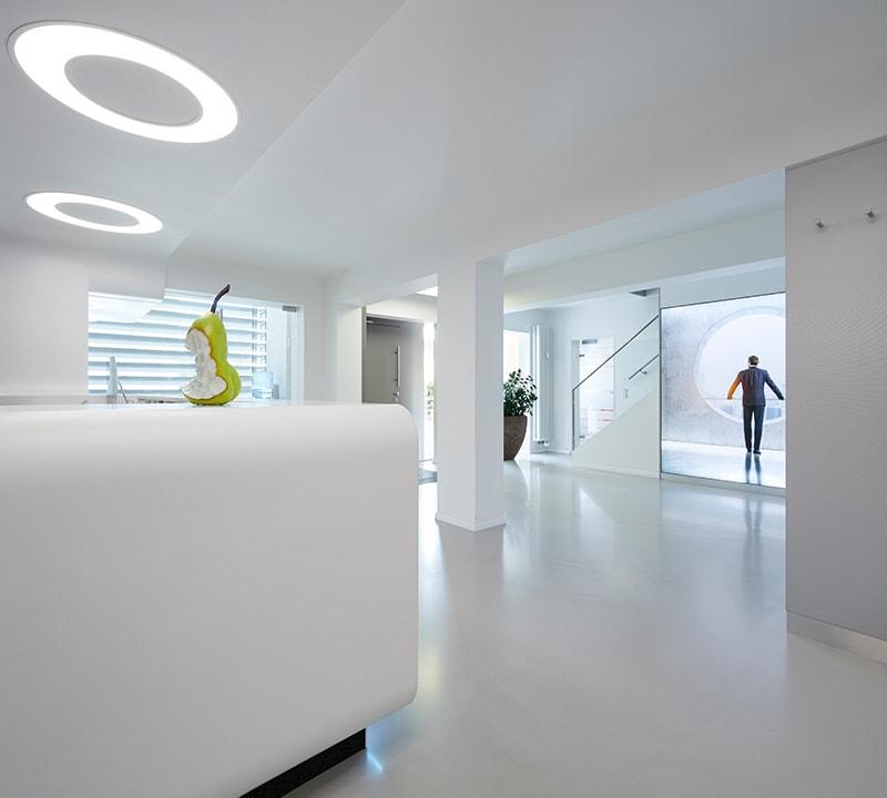 Z-MVZ dental suite Rösrath- Weg zum Ausgang