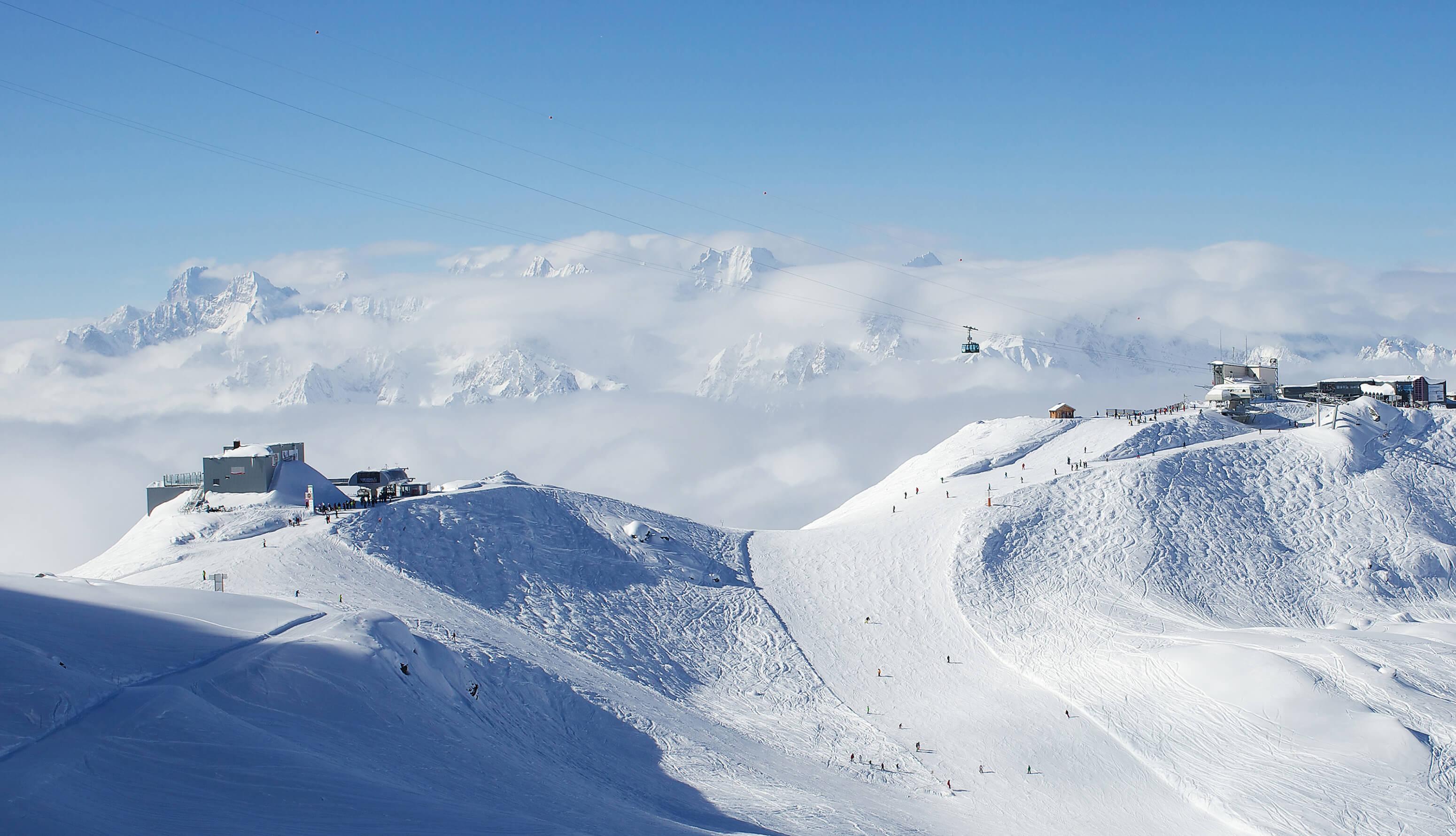 Berg Winter Schnee Seilbahn bewölkt
