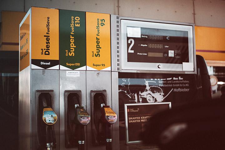 Bomba de gasolina em posto de combustível nos Estados Unidos