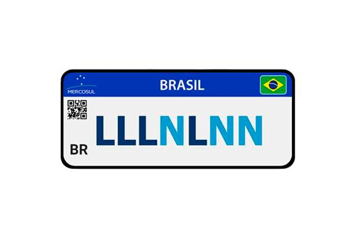 Ilustração mostrando novo padrão de placa Mercosul com letras e números