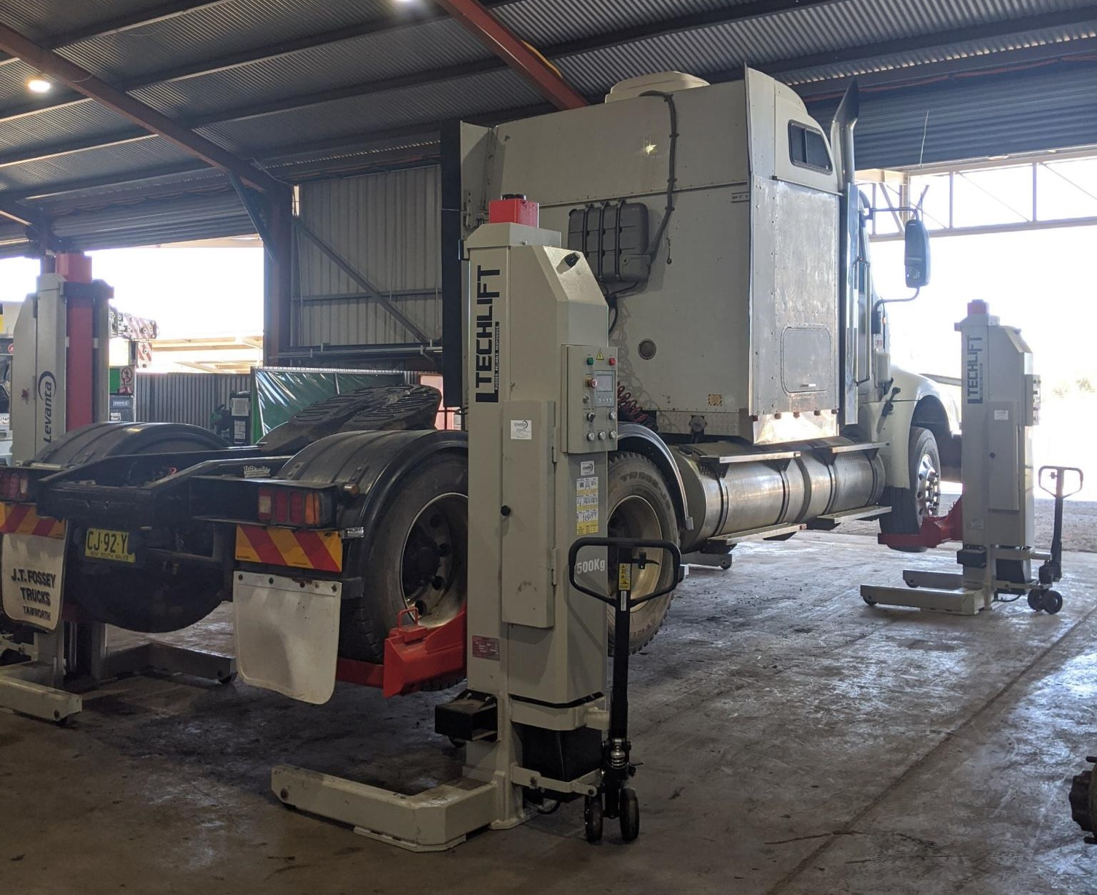 Aztech Heavy vehicle for a repair