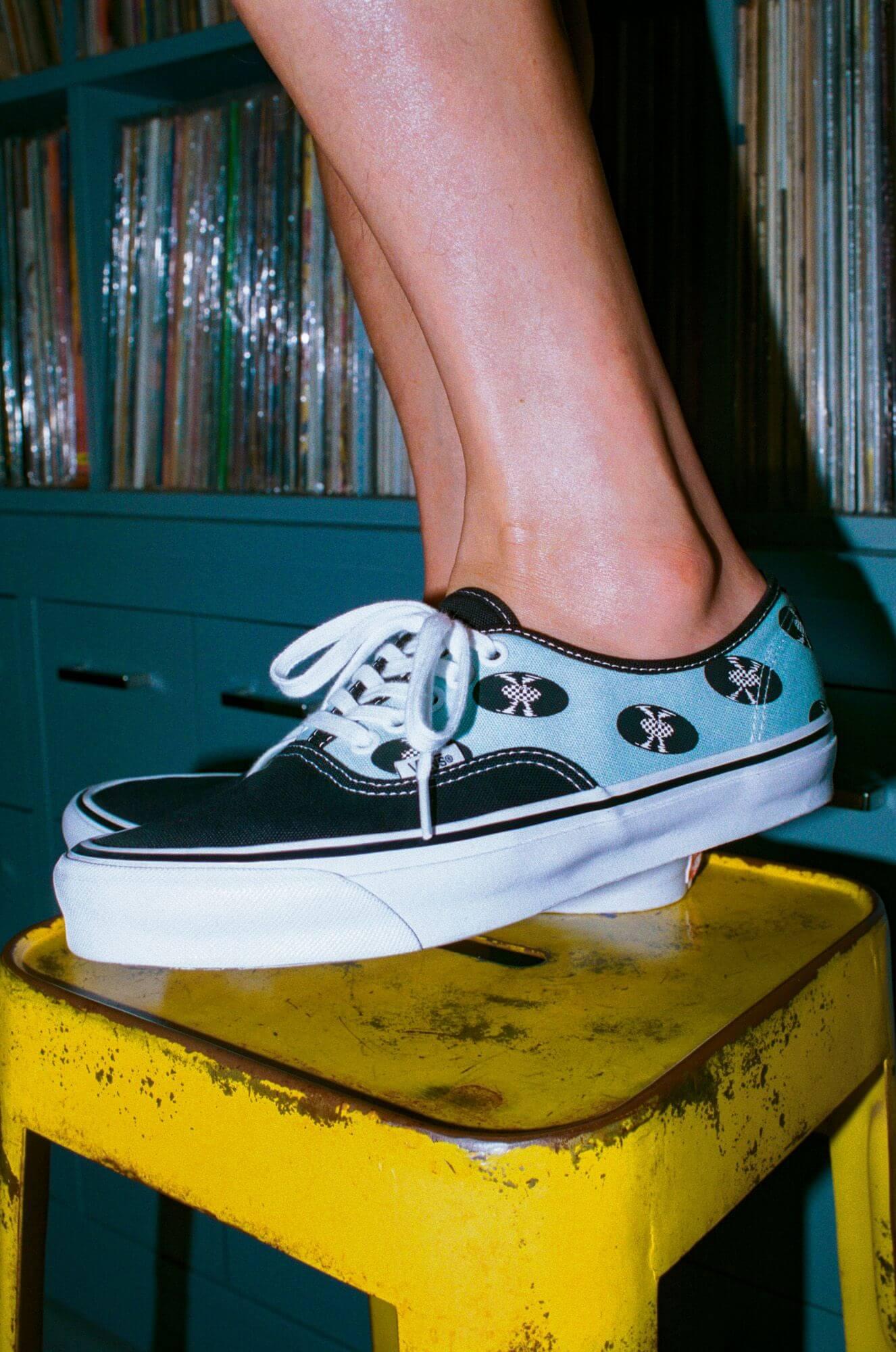 "Vans Vault x Wacko Maria OG Authentic LX ""Records"" baby blue - on feet"