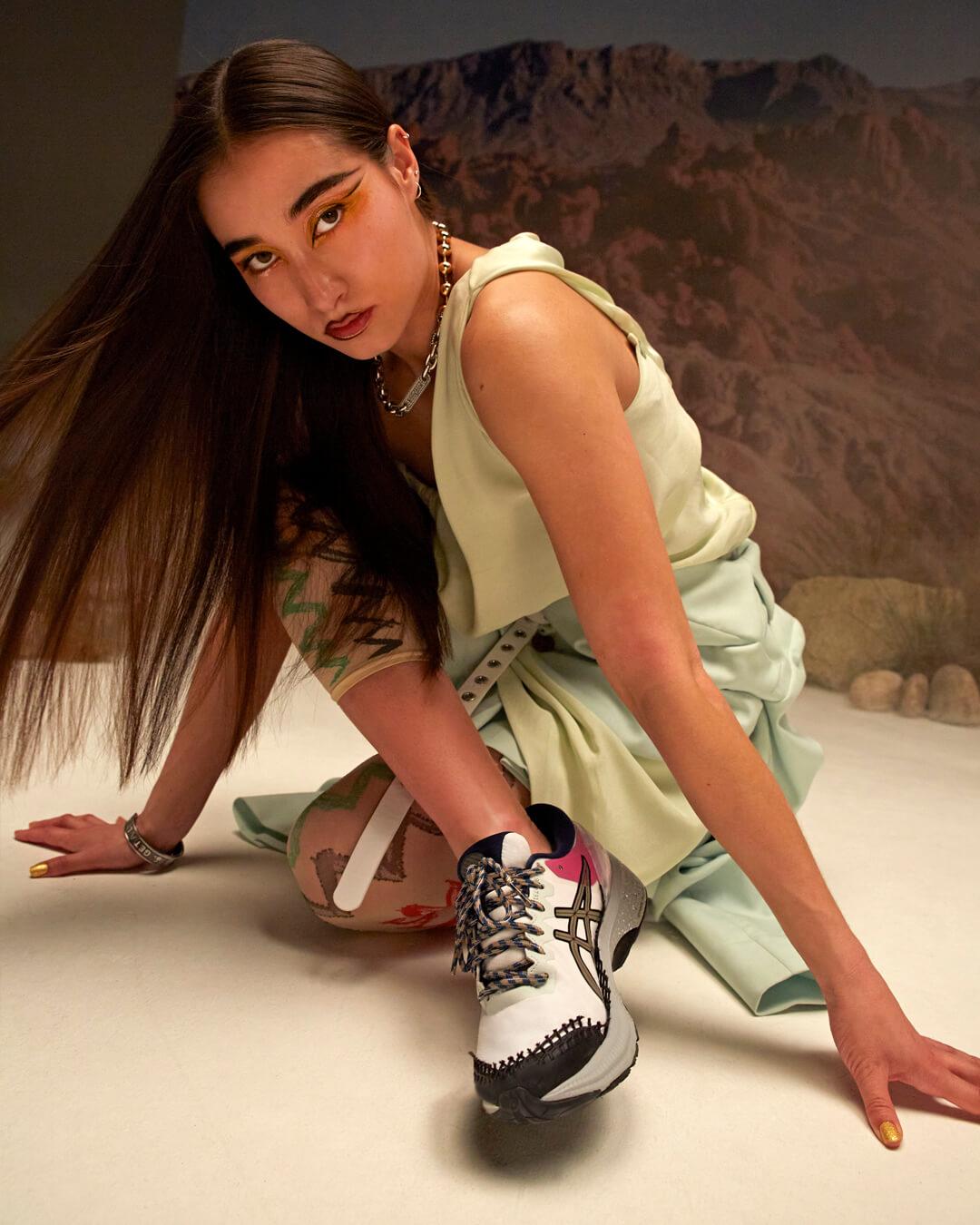 ASICSx Vivienne Westwood Gel-Kayano 27 DE - 1201A116-101 - white/ lichen rock on feet