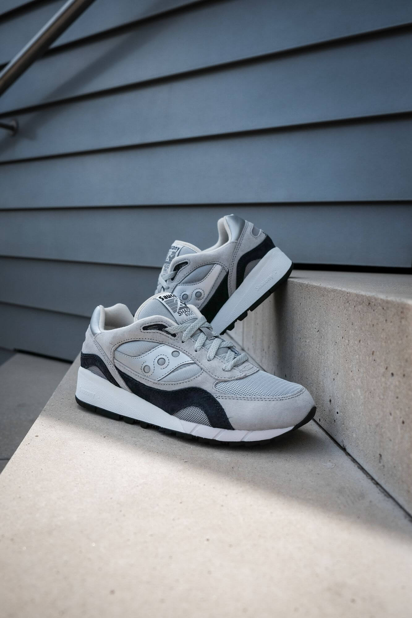 photo on staircase - Saucony Originals Shadow 6000 - silver/grey - S70441-7
