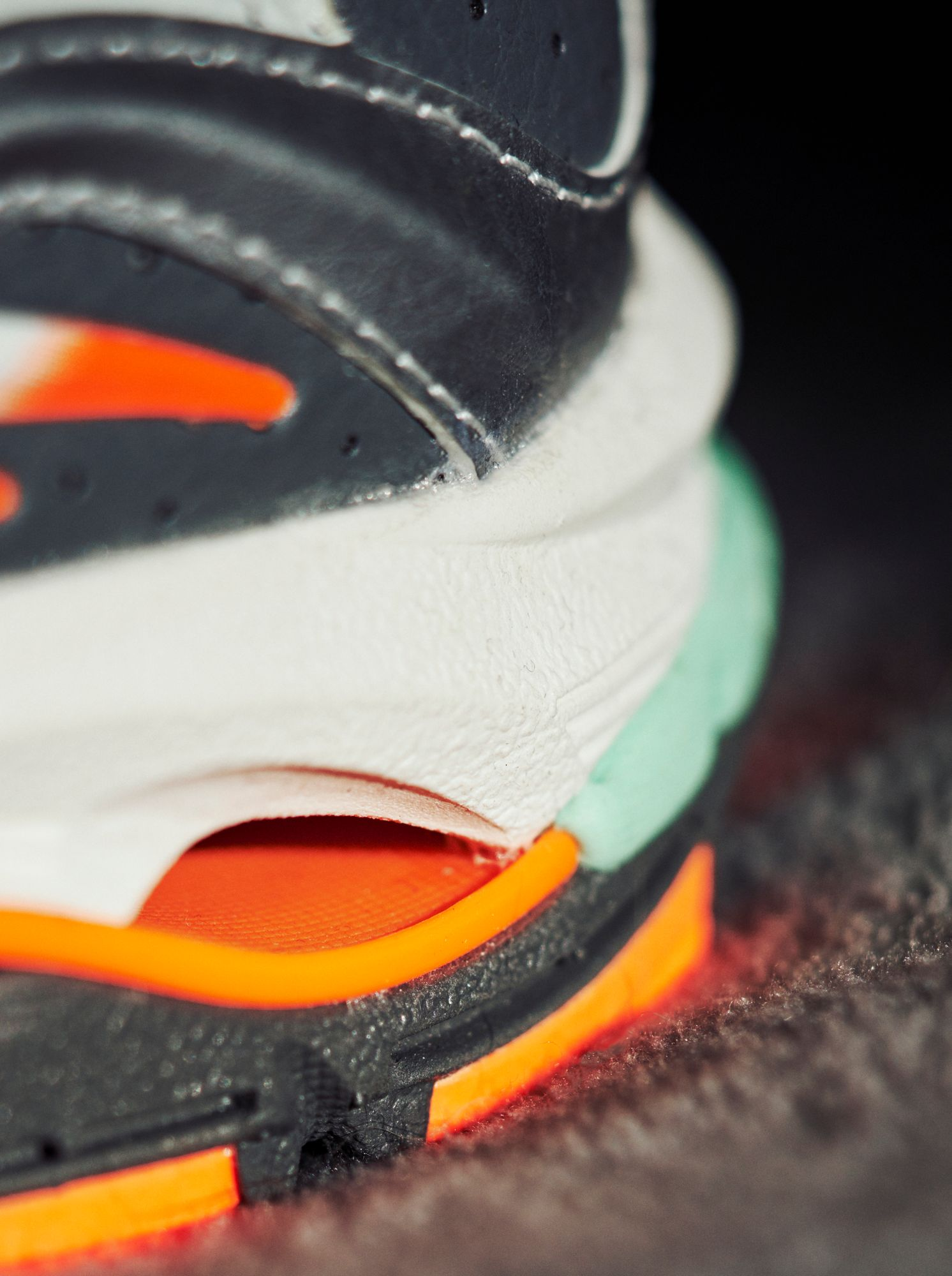 close up of the heel: Mizuno - Wave Rider 10 - Nimbus Cloud / Lunar Rock / Red Orange - D1GA218505