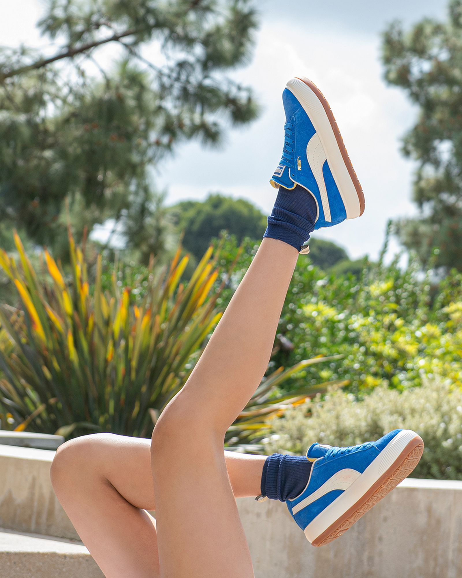 on feet photo of the Puma Suede Mayu Up - lapis blue/marshmallow - 381650 01