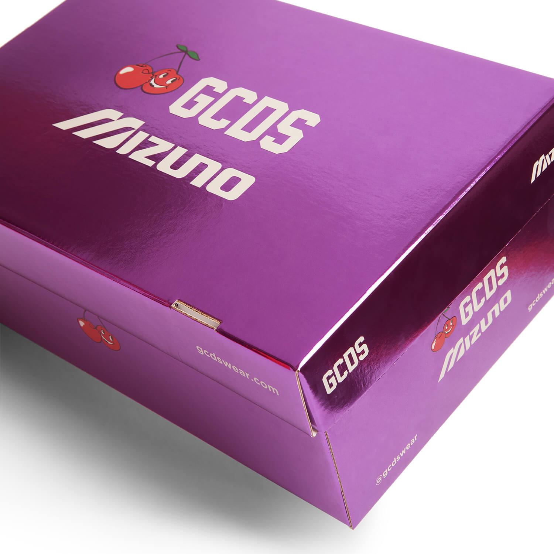 glossy sneaker box of the Mizuno x GCDS Wave Prophecy LS Cherry white/pink glo