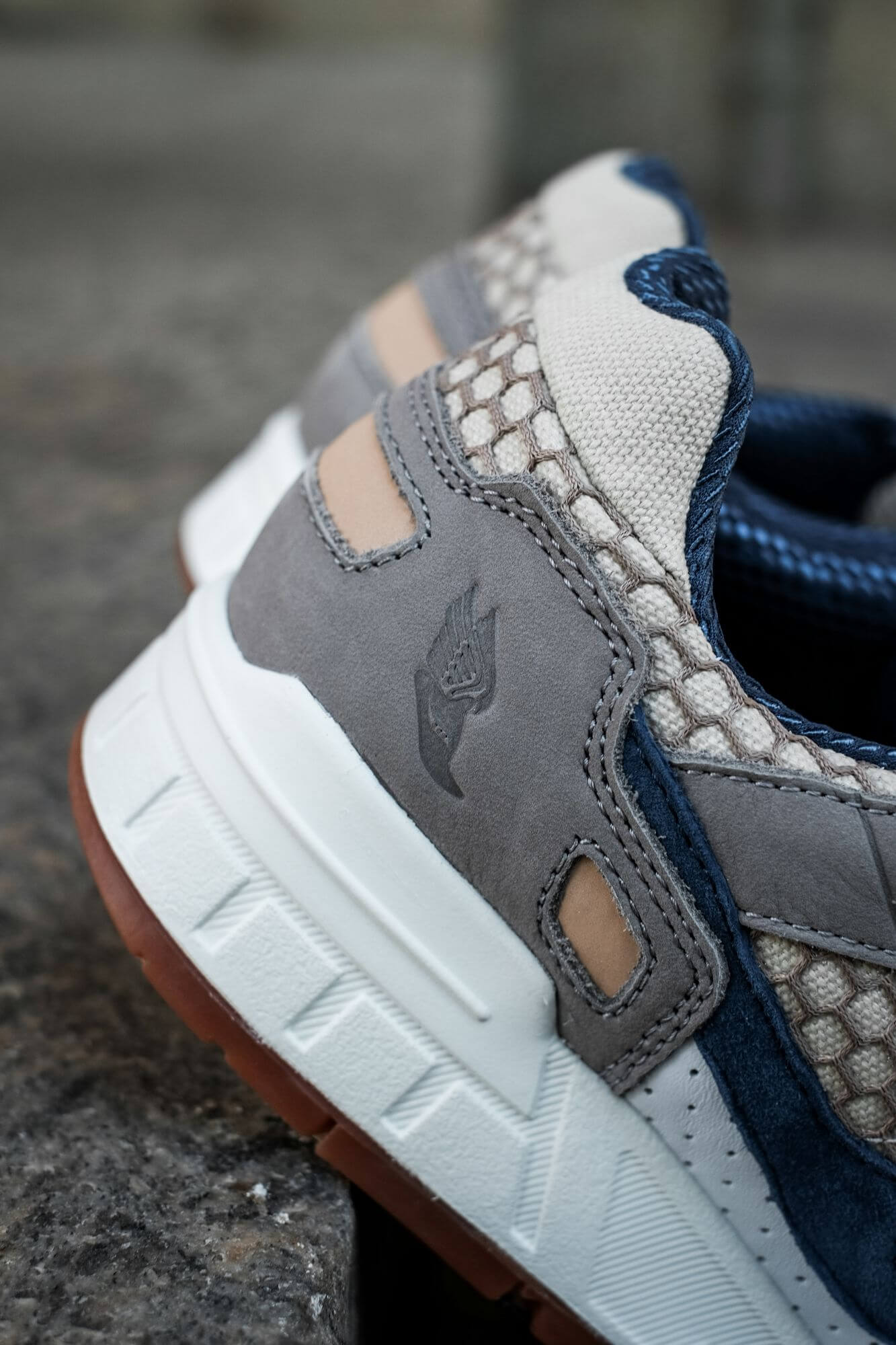 heel detail of the Saucony - Shadow 5000 - white/navy/grey - S70553-1