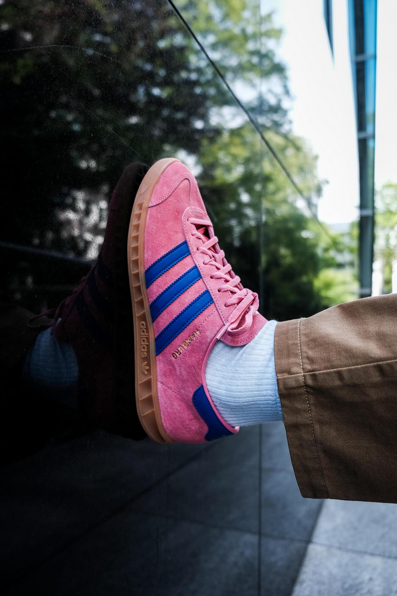 on feet photo of the adidas Hamburg - roston/boblue/gum2 - H00446