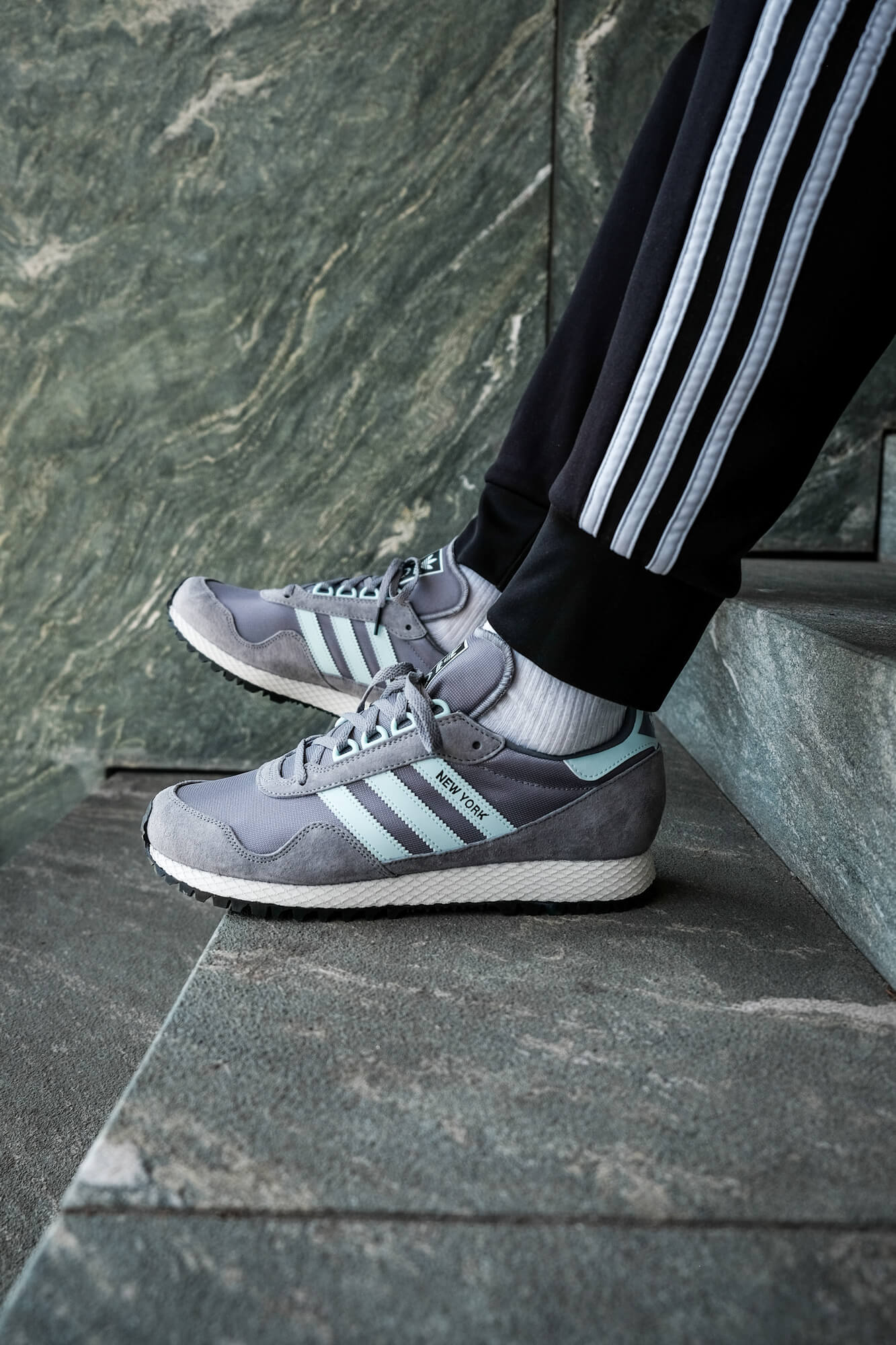 on feet photo of the adidas - New York OG - granite/clear grey - GY0234