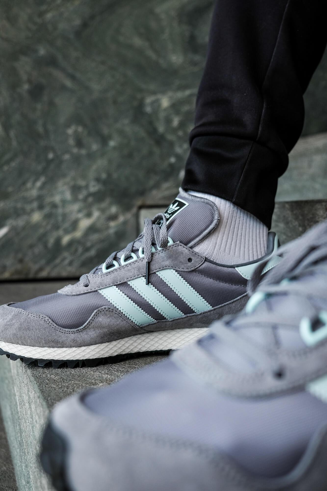 "on feet photo of the on feet photo of the adidas - New York ""almost"" OG - grey/halo blush/core black - GY0234"