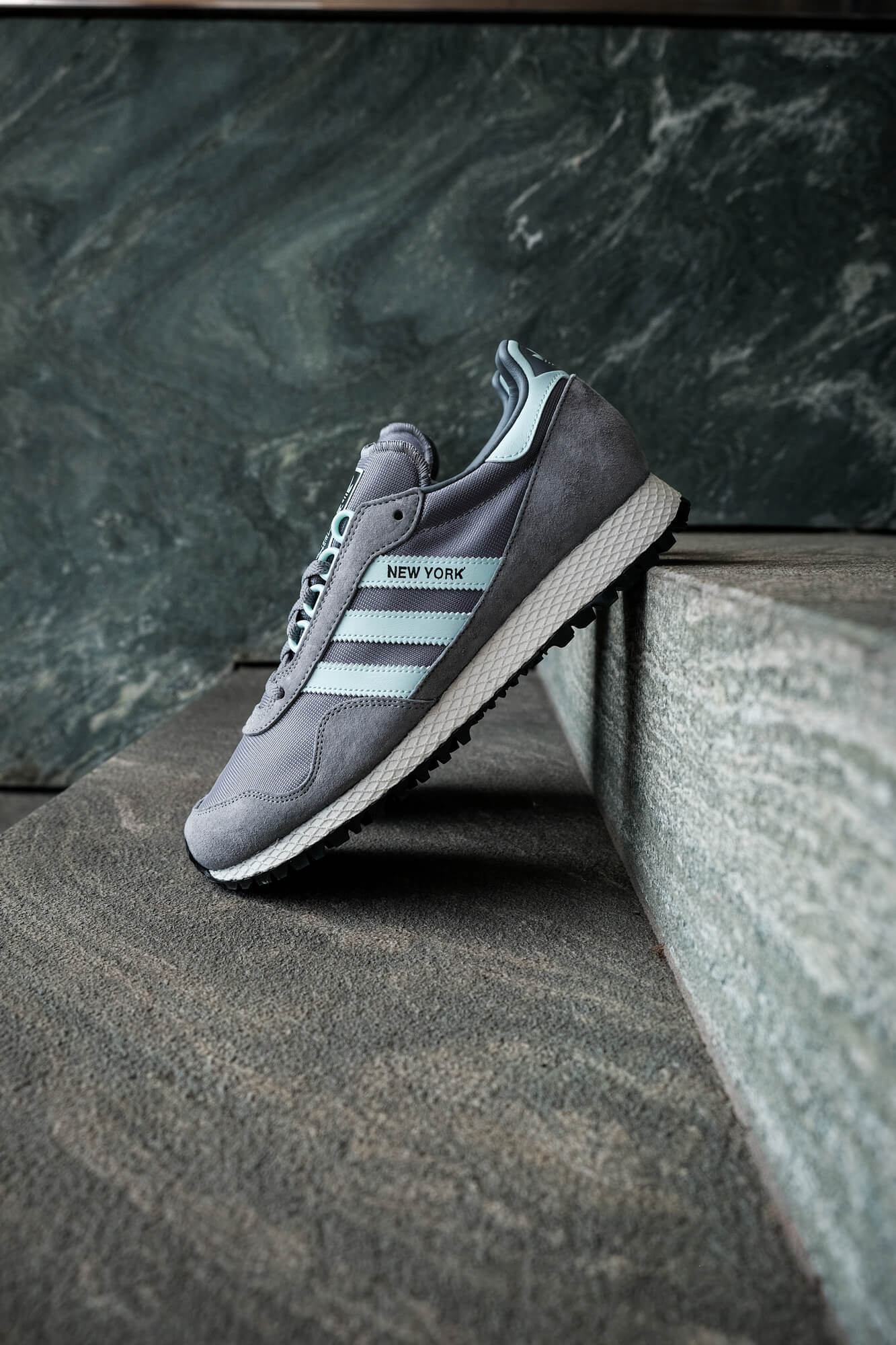 """on feet photo of the adidas - New York """"almost"""" OG - grey/halo blush/core black - GY0234"""