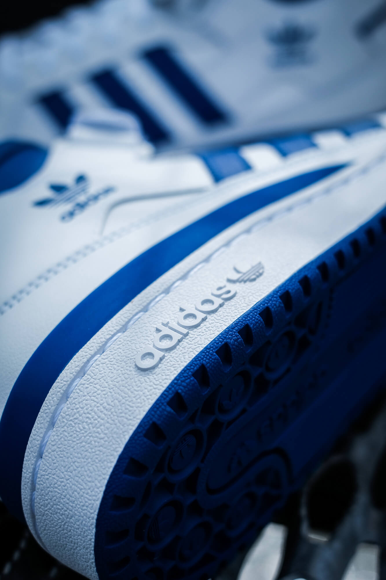 details - logo outsole, adidas Forum Mid - cloud white/royal blue/cloud white - FY4976