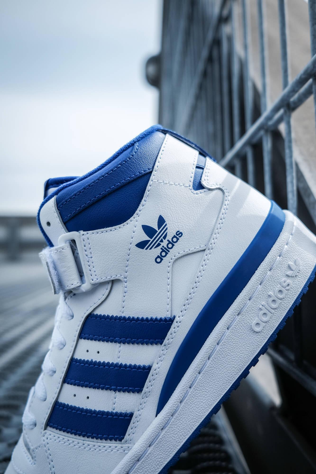 close up adidas Forum Mid - cloud white/royal blue/cloud white - FY4976