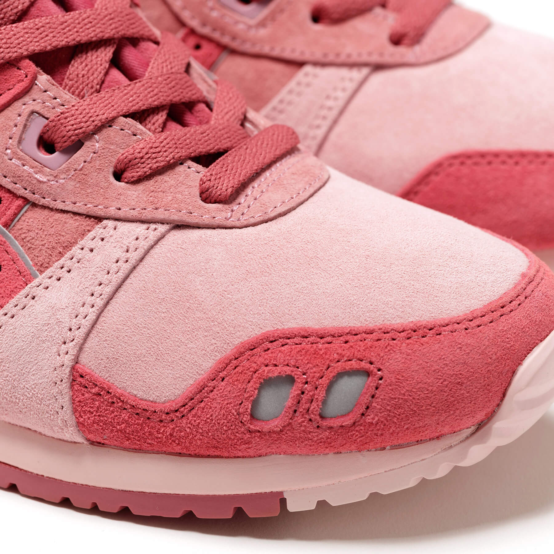 """detail photo of the toebox of the ASICS SportStyle x Concepts - GEL-LYTE III OG - """"Otoro"""" - 1203A121-700 - Coral Cloud /Pure Silver"""
