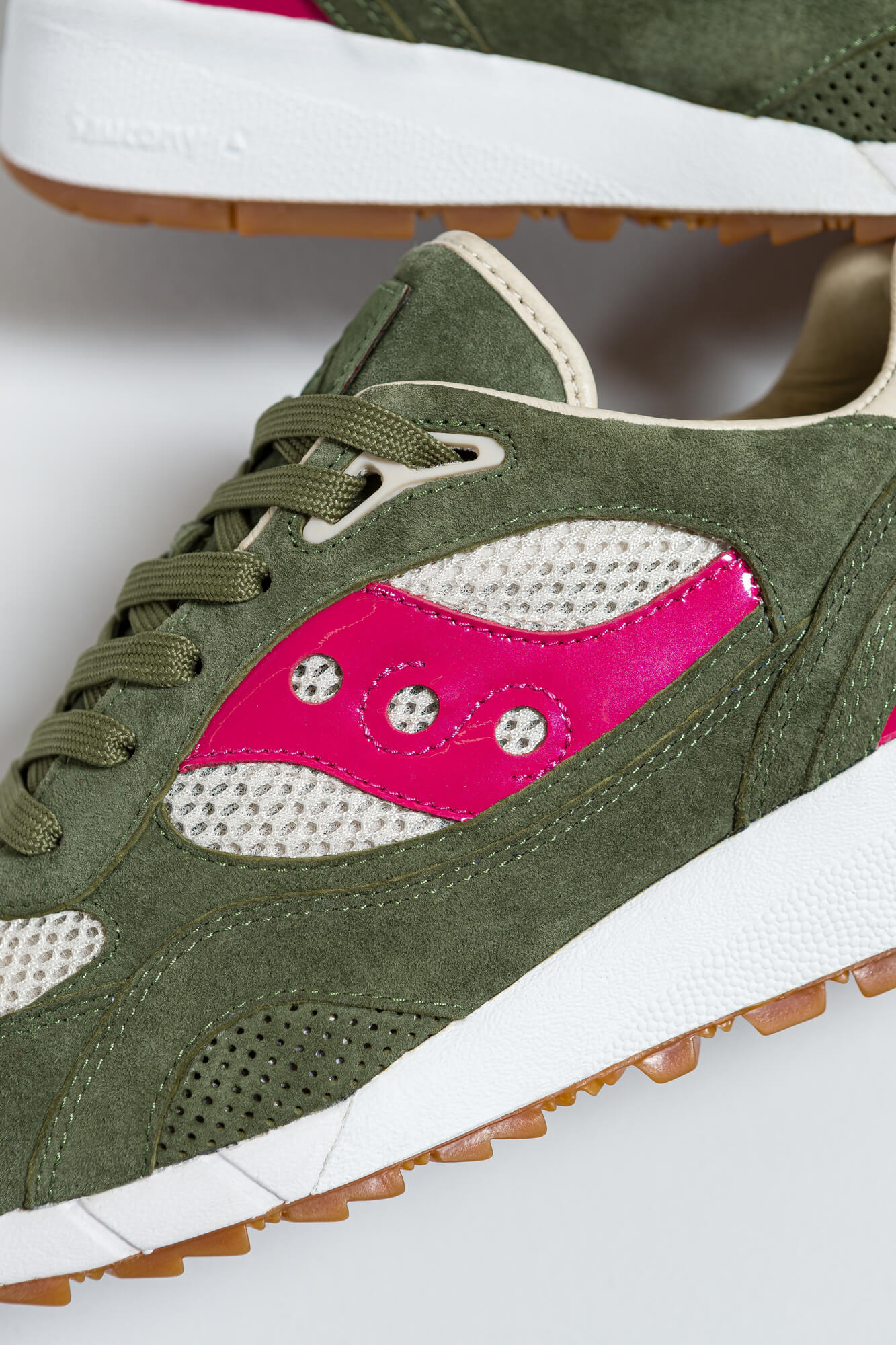 """details of the Saucony x Up There - Shadow 6000 """"Doors To The World""""- S70570-1 - green"""