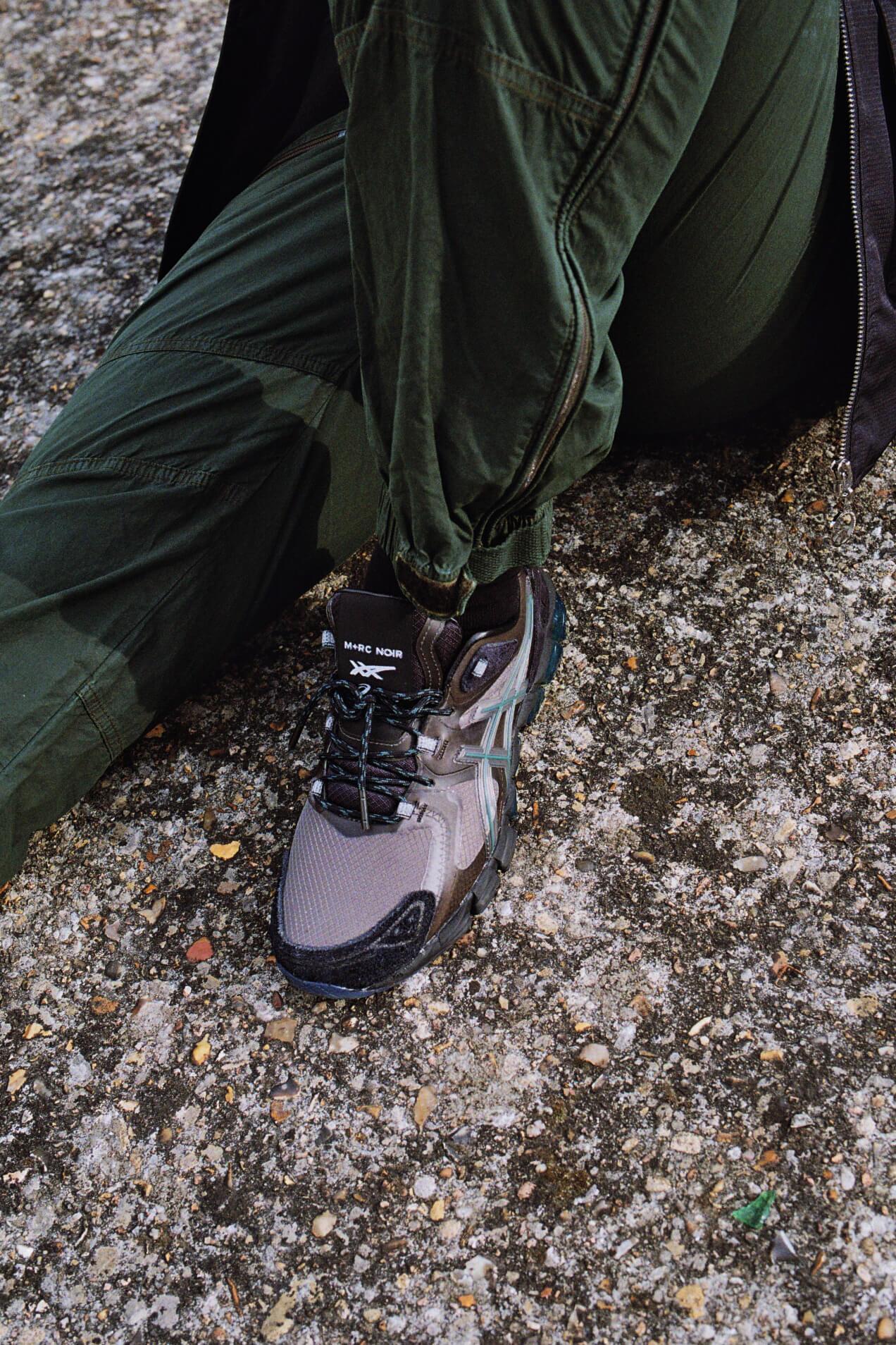 on feet close-up ASICSx M+RC NOIR - Gel-Quantum 180 6 - graphite grey - 1201A216-020